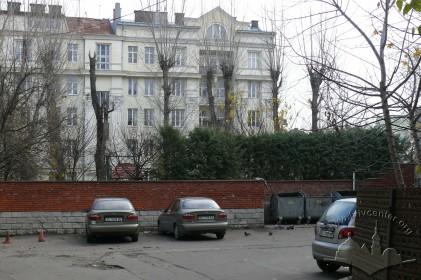 """вул. Франка, 23а. Подвір'я. У подвір'ї будинку розташовувався кінотеатр """"2-й літній"""" (1955–1970-і)."""