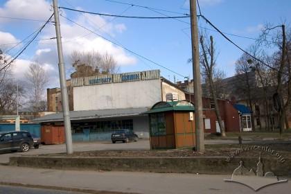 Вул. Шептицьких, 45. Вид на головний фасад будинку