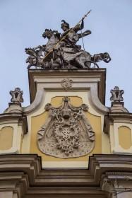 Пл. Св. Юра, 5. Аттик із кінною фігурою св. Юрія що перемагає змія
