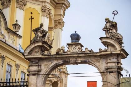 Пл. Св. Юра, 5. Церква і монастирські будівлі що її оточують