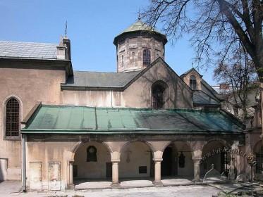 Вул. Вірменська, 7. Вигляд церкви з півдня
