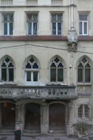 Вул. Курбаса, 3. Фрагмент фасаду