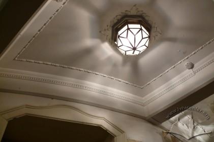 Вул. Курбаса, 3. Декоративне вирішення стелі в приміщенні при вході до театру.