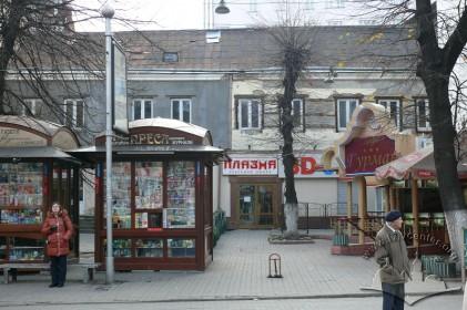 Пр. Свободи, 5. Бічний фасад з боку вул. Дорошенка.