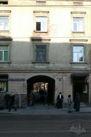 """вул. Личаківська, 7. Фасад. У прибудові у внутрішньму подвір'ї розташовувався кінотеатр """"Метро"""" (1934–1944)."""