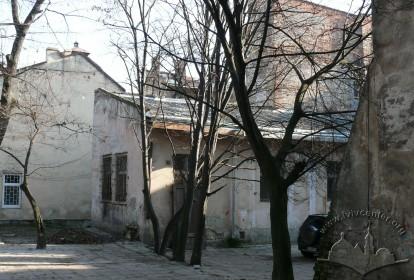 """вул. Личаківська, 7. Прибудова у внутрішньому подвір'ї будинку. Тут розташовувався кінотеатр """"Метро"""" (1934–1944)."""