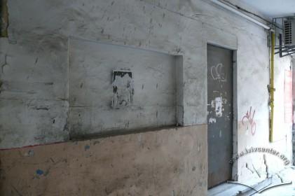 """вул. Личаківська, 7. Місце для афіш. У прибудові у внутрішньму подвір'ї розташовувався кінотеатр """"Метро"""" (1934–1944)."""