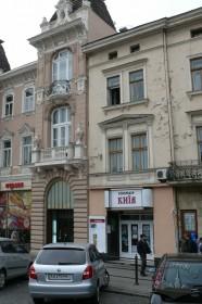 Пр. Шевченка, 8. Фрагмент фасаду з бічним пристінком та головним входом.