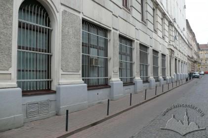 Пл. Генерала Григоренка, 3. Фрагмент бічного фасаду з боку вул. Є. Гребінки