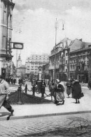 Автобусна зупинка, 1930-і рр.