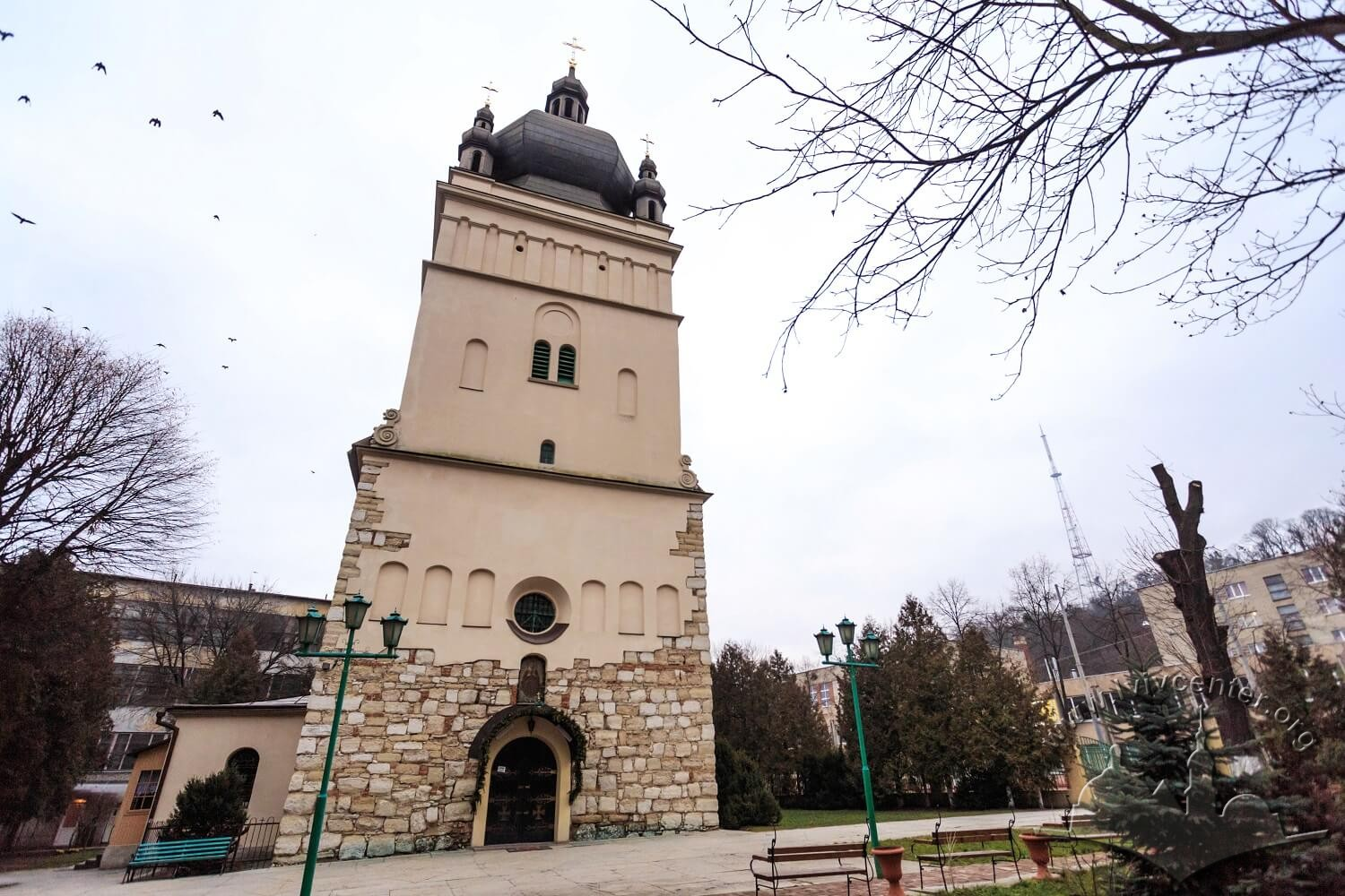 Vul. Khmelnytskoho, 77. The church's tower. On the right, on the background, the Television tower on top of High Castle hill is seen/Photo courtesy of Nazarii Parkhomyk, 2015