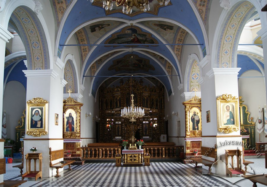 Vul. Khmelnytskoho, 36. Interior of the church, a view towards the altar/Photo courtesy of Oksana Boyko, 2012