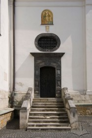Vul. Khmelnytskoho, 36. One of the lateral portals
