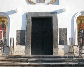 Vul. Khmelnytskoho, 36. The main entrance