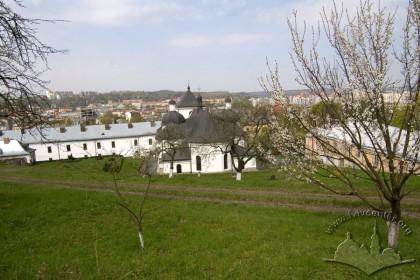 Vul. Khmelnytskoho, 36. A view from the east