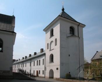 Вул. Хмельницького, 36. Вигляд дзвіниці з території церкви (з північно-східного боку)