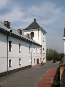 Вул. Хмельницького, 36. Вигляд дзвіниці з території церкви (з півдня)