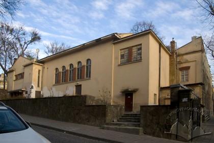 Вул. Короленка, 1а. Загальний вигляд будинку з вулиці Короленка
