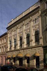 Просп. Свободи, 27. Фасад будинку з боку вулиці Курбаса