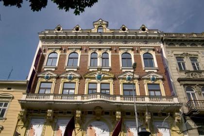 Просп. Свободи, 27. Фасад у рівні ІІ-го — IV-го поверхів