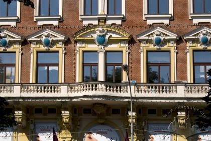 Просп. Свободи, 27. Фасад у рівні ІІ-го поверху