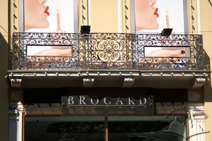 Просп. Свободи, 27. Фрагмент балкону другого поверху