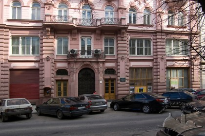 Вул. Січових стрільців, 11. Фрагмент головного фасаду будинку