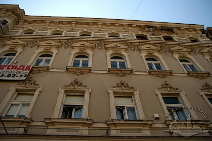 Просп. Шевченка, 28. Фрагмент фасаду будинку з боку проспекту Шевченка
