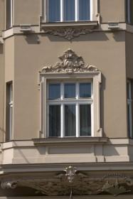 Просп. Шевченка, 28. Фрагмент еркера в рівні 2-го поверху