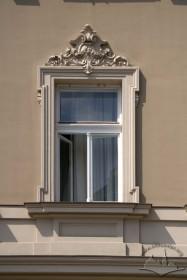 Просп. Шевченка, 28. Вікно 2-го поверху