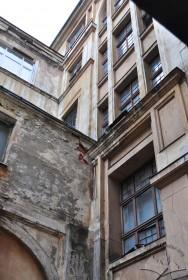 Пл. Григоренка, 5. Фрагмент тильного фасаду будинку