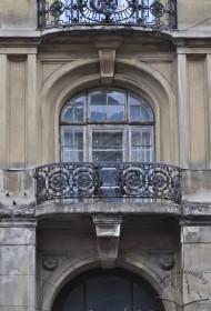 Пл. Григоренка, 5. Один з балконів 2-го поверху