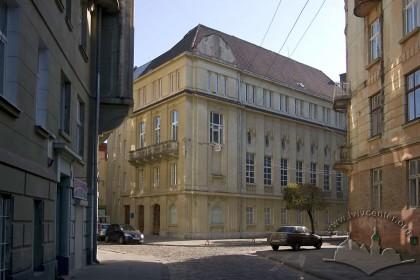 Пл. Шашкевича, 5. Вигляд будинку з пл. Шашкевича