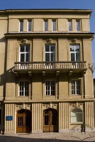 Пл. Шашкевича, 5. Фрагмент північно-західного фасаду з головним входом