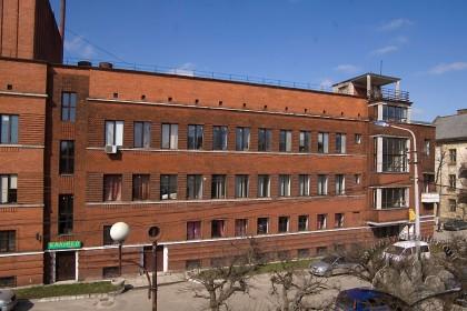 Вул. Кушевича, 1. Частина південного фасаду – частина збудована у 1930-х рр.