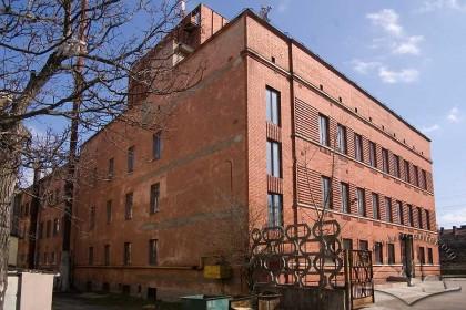 Вул. Кушевича, 1. Тильна частина будинку, добудована в ході реконструкції у радянський час