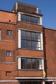Вул. Кушевича, 1. Фрагмент південного фасаду з еркером, задуманим як домінанта фасаду