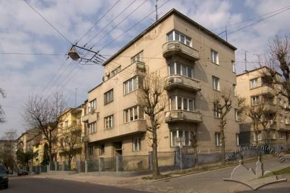 Вул. Котляревського, 40. Вигляд будинку зі сходу
