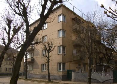 Вул. Котляревського, 40. Вигляд з вул. Захарієвича