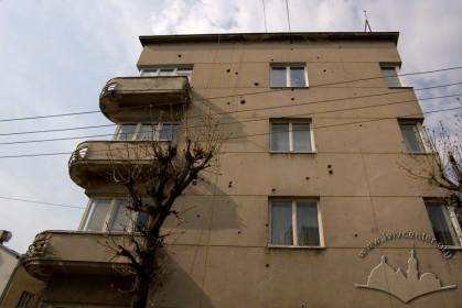 Вул. Котляревського, 40. Бічний (північно-східний) фасад
