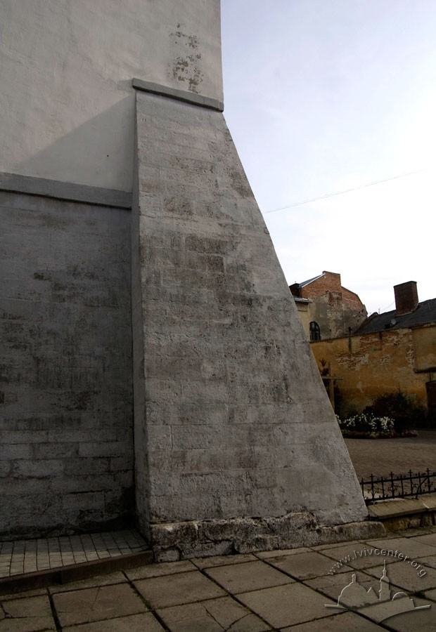 Vul. Vicheva, 2. One of the buttresses of the building/Photo courtesy of Ihor Zhuk, 2013