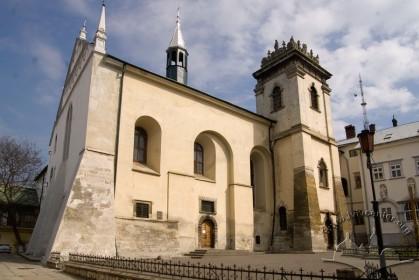 Вул. Вічева, 2. Вид на головний фасад костелу