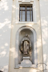 Vul. Vynnychenka, 22. Statue in a niche on the left of the church entrance