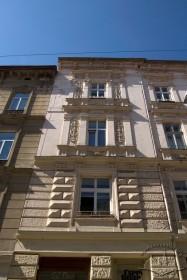 Пл. Ринок, 11. Вид на пристінок бічного фасаду (фасаду з боку вул. Сербської)