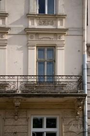 Пл. Ринок,11. Вид на балкон ІІІ-го поверху на головному фасаді