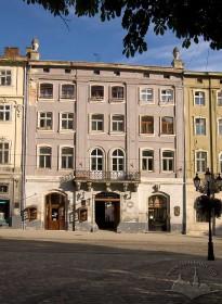 Пл. Ринок, 18. Вид на головний фасад кам'яниці