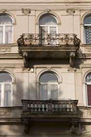 Вул. Галицька, 1. Вид на балкони ІІ-го і ІІІ-го поверхів