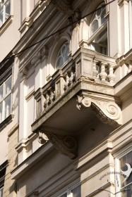 Вул. Галицька, 1. Вид на балкон ІІ-го поверху