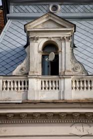 Вул. Галицька, 1. Вид на аттик із стриховим вікном