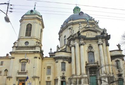 Pl. Muzeina, 3. The church's principal (western) facade. On the left, the bell tower is seen